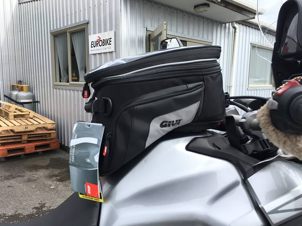 The XS320 Tanklock bag has been designed specifically for the Africa Twin and fits perfectly.